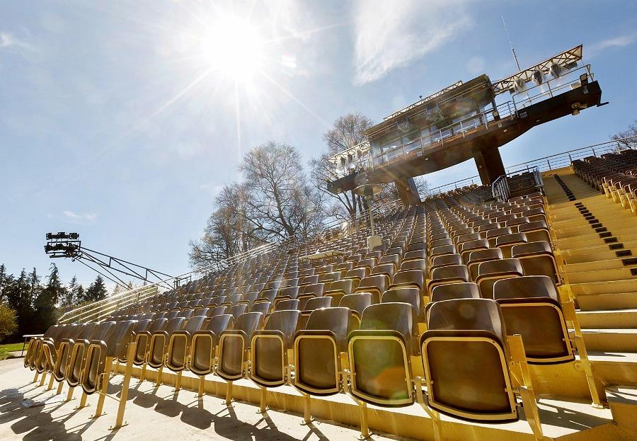 sedačky na štadióny 20210716A