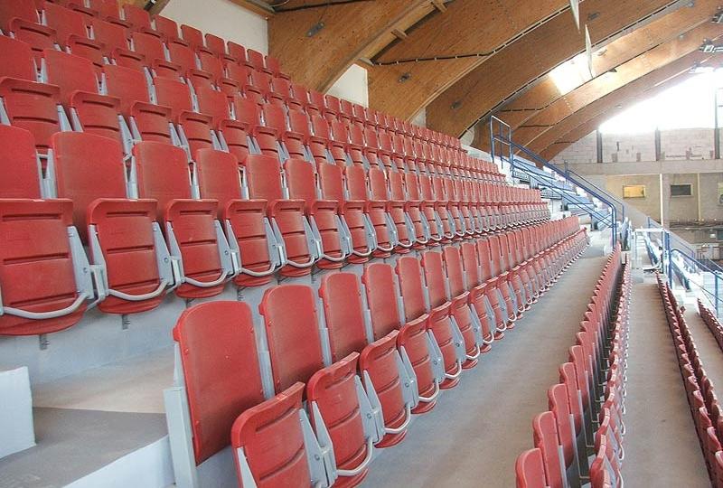 sedačky pro stadiony se sklopným sedadlem arena